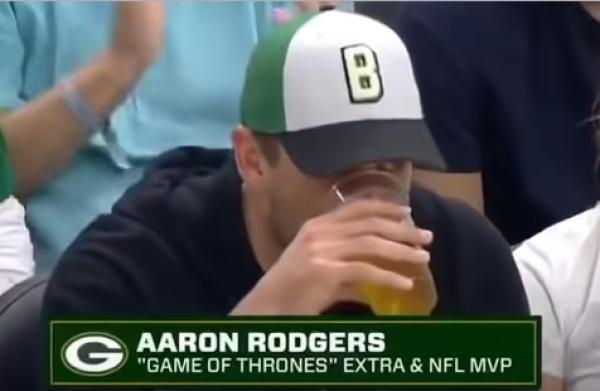 Watch Aaron Rodgers (Pathetically) Chug Beer on Jumobtron