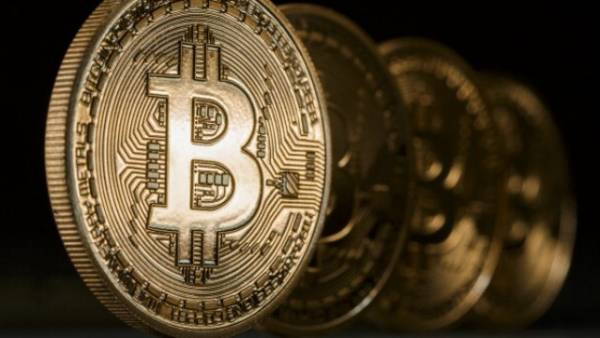 Bitcoin User Files to Block IRS Access to Coinbase Accounts: Online Gambling Watches