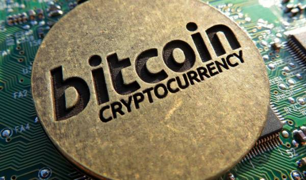 Bitcoin Cryptocurrency And The S&P 500 Continue in Different Directions