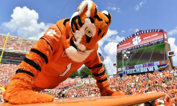 Clemson favored against Ohio State and LSU