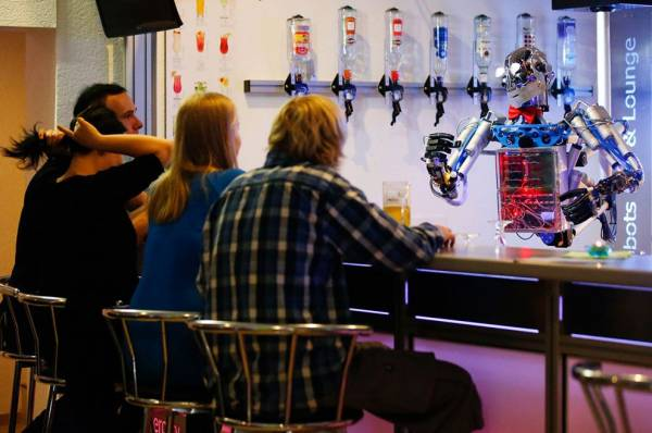 Will Bartenders Be Replaced With Drones?  The Las Vegas Experiment