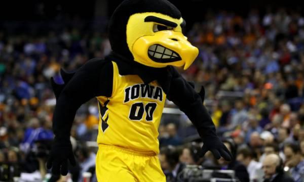 Oregon Ducks Iowa Hawkeyes Betting Trends - NCAA Tournament 2nd Round