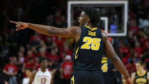 What is the Line on the Iowa vs. Cincinnati Game - March Madness 2019