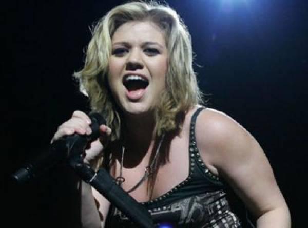 Kelly Clarkson Twitter Endorsement of Ron Paul