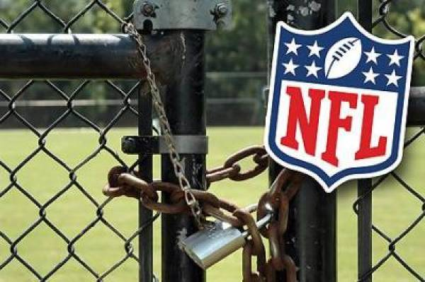 End to NFL Lockout
