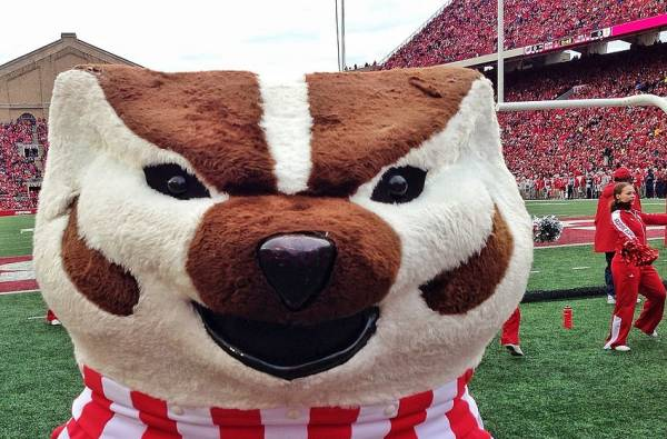 Wisconsin Badgers 2018 College Football Win Loss Odds Prediction