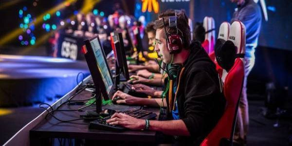 Playing eSport Video Games Becomes Big Business for Real Money Bettors