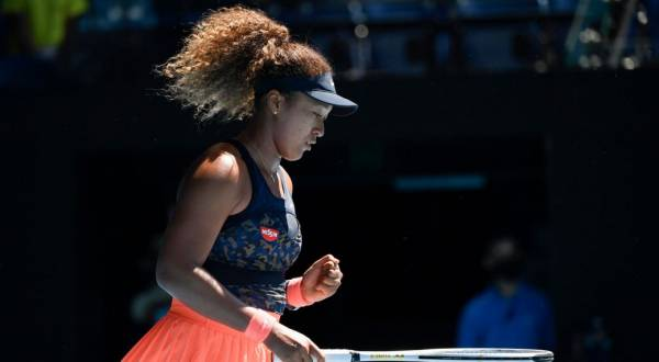 Osaka Beats Williams in Australian Open SF