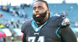 Eagles Re-Sign Pro Bowler Jason Peters to Play Guard