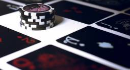 The Main Reasons Why Casinos Are Moving from Land-Based to Online